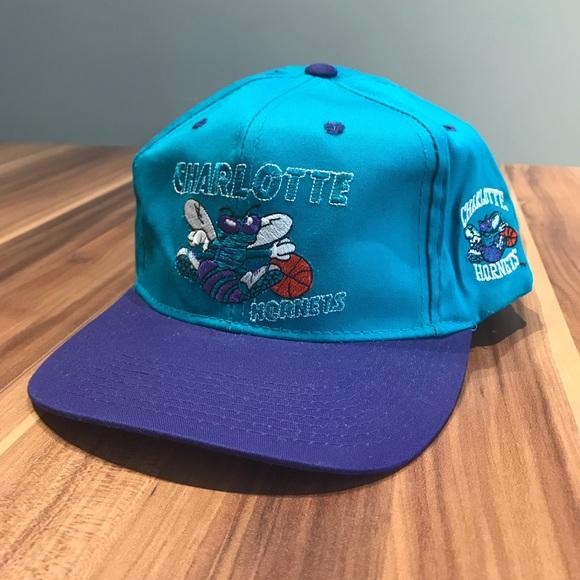 ee7a8c29c10 Vintage Charlotte Hornets SnapBack Hat. M 5c251e09df0307967f402a45